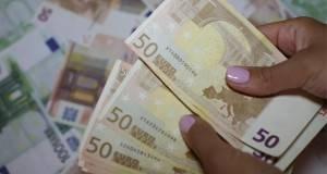 Euros-women-nails-count-50-euros