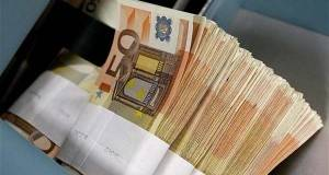Money-transfer-50-euro-stack-notes