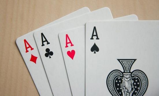 πόκερ φουλ του άσου 4 άσοι